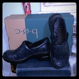 New with box Boc Peggy clogs